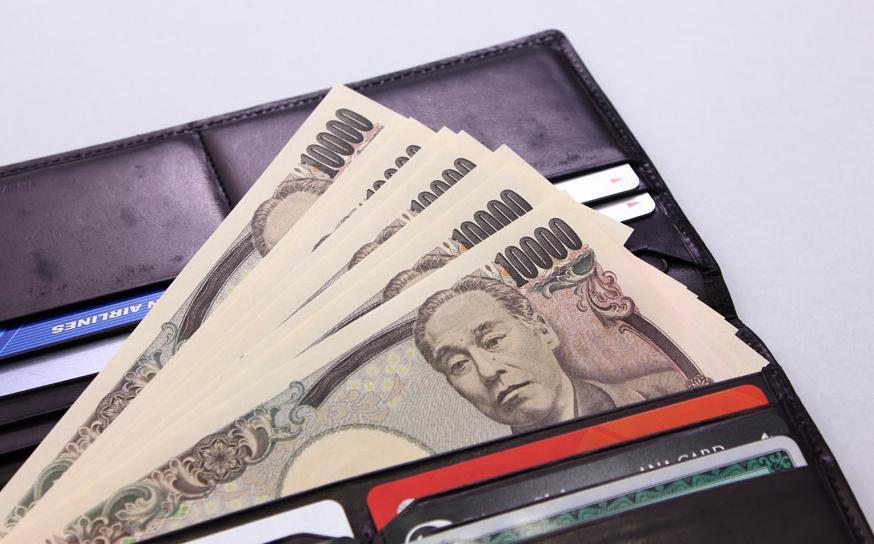新しい財布にお金を入れる金額が未来を決める