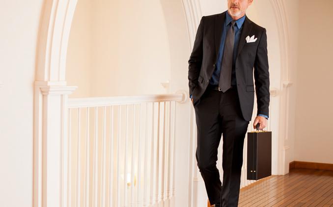 クリスペルカーフアンスバッハは大人の男の格上げする薄型ビジネス鞄