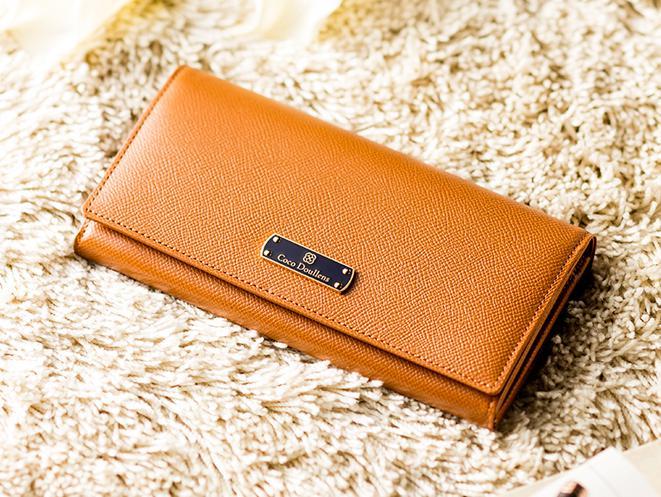 イリーナシャンドンは女性に人気の長財布