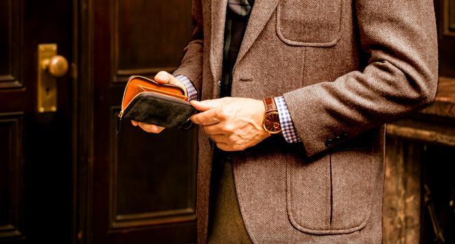ロンドンブライドルショットオーヴァーはメイン財布にも使えるコンパクトサイズ
