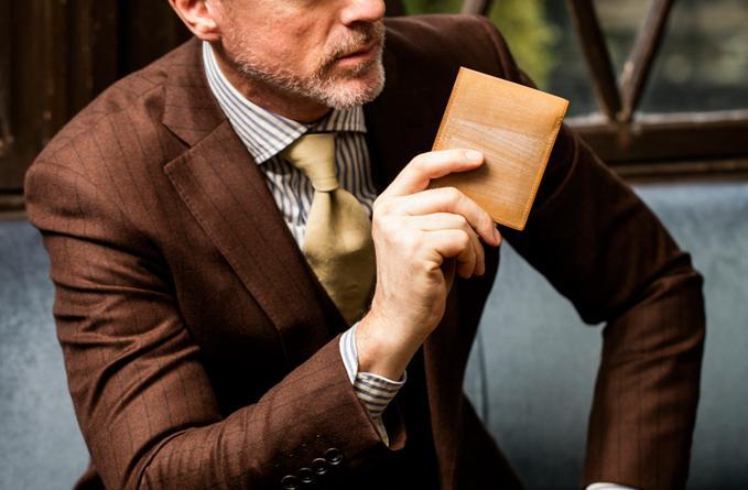 オークバークバットクームはココマイスターの二つ折り特別財布