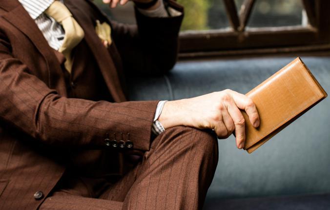 オークバークウェスターリーはクラシカルかつ知的な印象を与える長財布